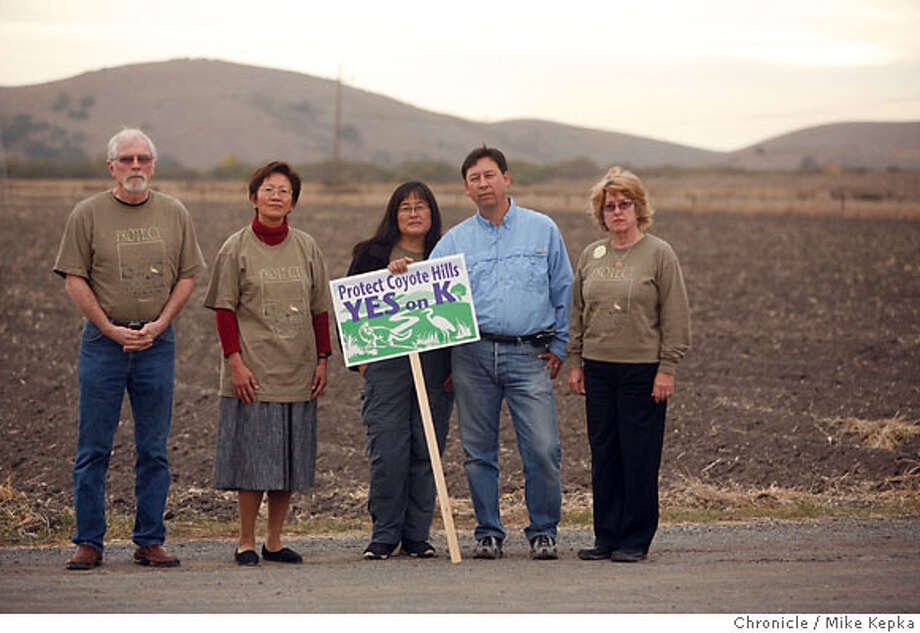 fremont00048_mk.JPG Virgil Patterson, Elaine Szeto, Carin High, Howard High and Linda Patterson are members of The Friends of Coyote Hills and Fremont that have been fighting against development that lies in direct view of the Coyote Hills. Mike Kepka/The Chronicle (cq) virgil Patterson Elain Szeto Carin High Howard Hight Linda Patterson, The source Ran on: 11-08-2006  Virgil Patterson, Elaine Szeto, Carin High, Howard High and Linda Patterson, members of the Friends of Coyote Hills and Fremont, have been fighting development in view of the Coyote Hills.  Ran on: 11-08-2006  Virgil Patterson, Elaine Szeto, Carin High, Howard High and Linda Patterson, members of the Friends of Coyote Hills and Fremont, have been fighting development in view of the Coyote Hills. Photo: Mike Kepka
