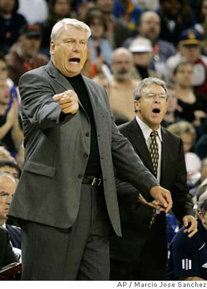 Golden State Warriors coach Don Nelson, left, instructs his team as assistant Larry Riley stands nearby during the first half of a NBA basketball game against the Portland Trail Blazers in Oakland, Calif., Friday, Nov. 3, 2006. Golden State won 102-89. (AP Photo/Marcio Jose Sanchez) EFE OUT Photo: MARCIO JOSE SANCHEZ
