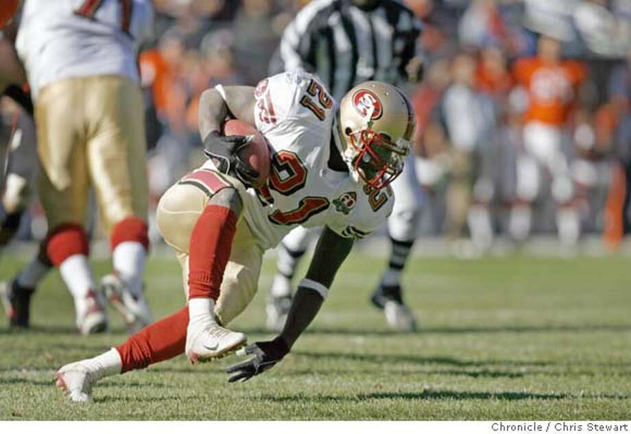 49ers_276_cs.jpg San Francisco 49ers running back Frank Gore (21) stumbles, gaining only a yard in an effort to overcome a previous offensive pass penalty in the second quarter. The 49ers lost to the Chicago Bears 41-10 at the end of the first half in an error-ridden game today, October 29, 2006 at Soldier Field in Chicago. Chris Stewart / The Chronicle San Francisco 49ers, Chicago Bears MANDATORY CREDIT FOR PHOTOG AND SF CHRONICLE/ -MAGS OUT Photo: Chris Stewart