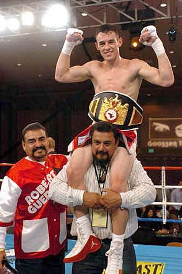 temecula ca usa box 12 10 04 foto chiquilin garcia la opinion robert guerrero se corono campeon de norte america de la wba al poner ko a cesar figueroa y de paso llego a 14 peleas ganadas y nabf de pesopluma  Ran on: 08-27-2006  Gilroy's &quo;Ghost,&quo; Robert Guerrero, will fight Eric Aiken for Aiken's IBF featherweight belt Saturday at the Staples Center. Guerrero has avenged his only loss in 20 fights.  Ran on: 08-27-2006  Gilroy's &quo;Ghost,&quo; Robert Guerrero, will fight Eric Aiken for Aiken's IBF featherweight belt Saturday at the Staples Center. Guerrero has avenged his only loss in 20 fights. Photo: Chiquilin Garcia