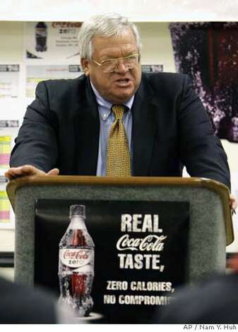 U.S. House Speaker Dennis Hastert, R-Ill., speaks to employees at the Coca-Cola Bottling Co. sales and distribution facility in St. Charles, Ill., Thursday, Nov. 2, 2006. (AP Photo/Nam Y. Huh) Photo: NAM Y. HUH