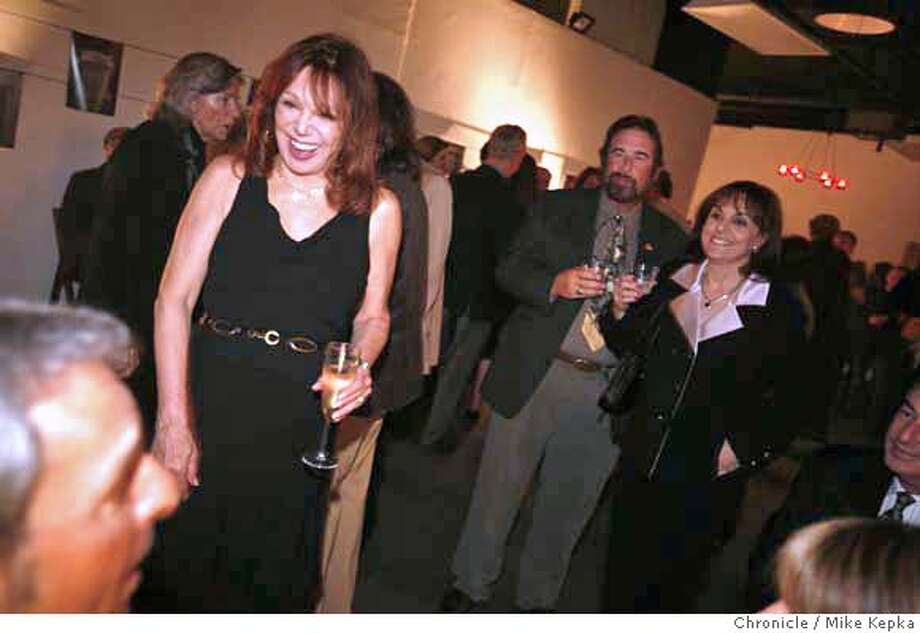 marlo0200148_mk.JPG Marlo Thomas laughs with family and friends after her opening night performance of Moveing Right Along at the Magic Theater.  Mike Kepka / The Chronicle Marlo Thomas (cq) MANDATORY CREDIT FOR PHOTOG AND SF CHRONICLE/ -MAGS OUT Photo: Mike Kepka