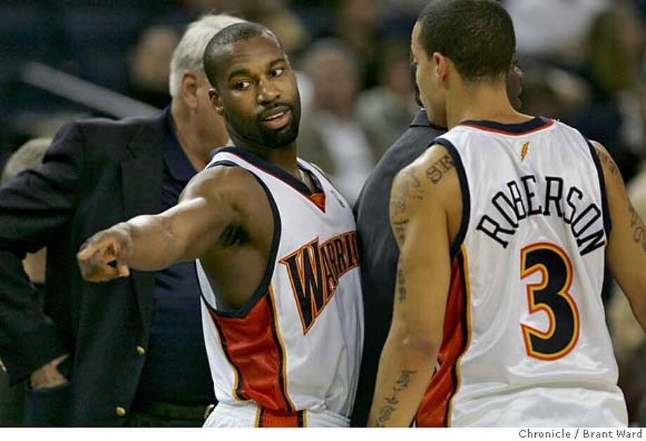warriors133.jpg  Baron Davis, left, talks with Anthony Roberson during a time out.  Exhibition game between Golden State and the Portland Trail Blazers.  {Brant Ward/The Chronicle} 10/24/06 MANDATORY CREDIT FOR PHOTOGRAPHER AND SAN FRANCISCO CHRONICLE/ -MAGS OUT Photo: Brant Ward