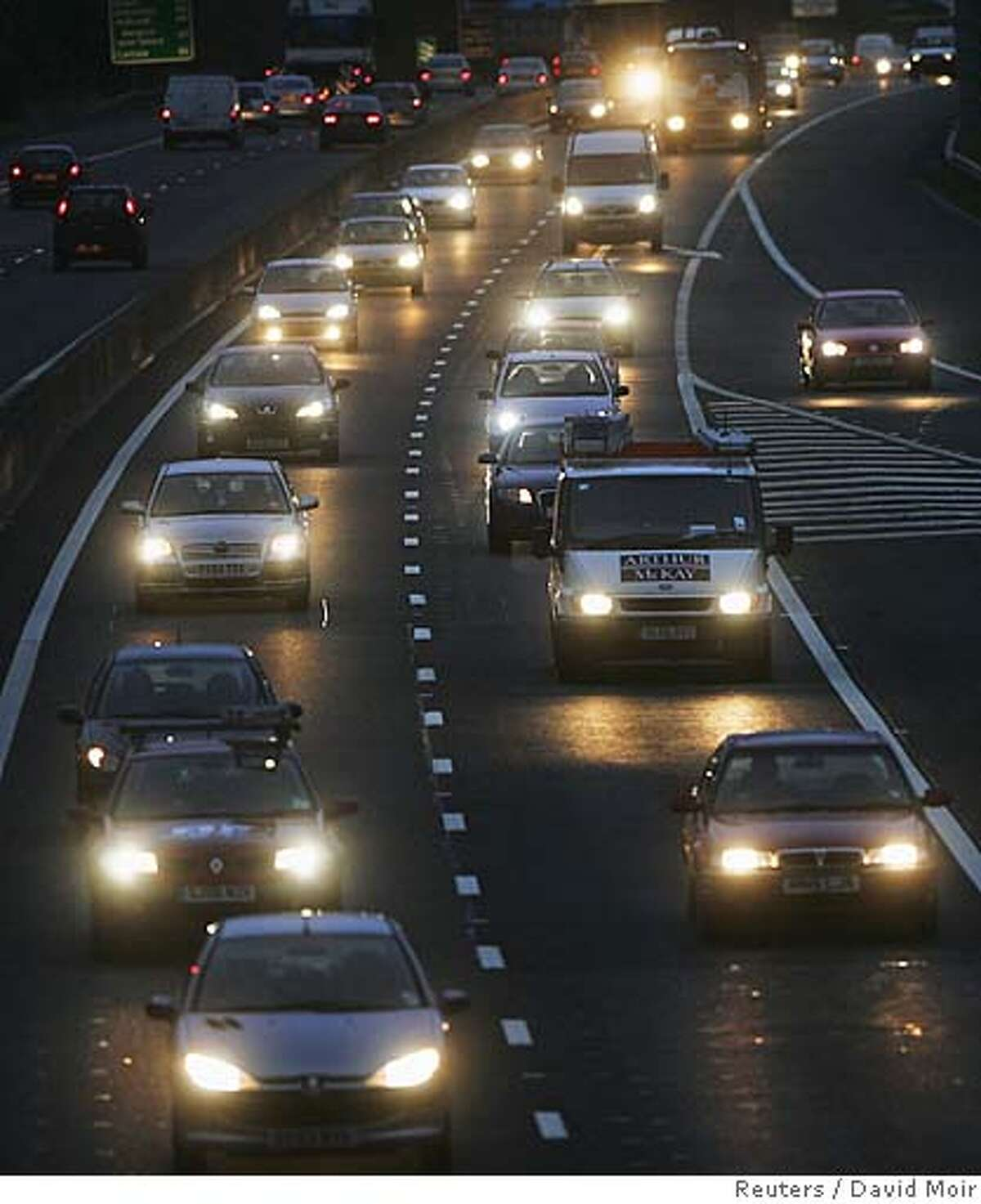 A general view shows a rush hour traffic on the A720 city bypass in Edinburgh, Scotland October 30, 2006. Britain issued a call for urgent action on climate change on Monday after a hard-hitting report painted an apocalyptic picture of the economic and environmental fallout from further global warming. REUTERS/David Moir (UNITED KINGDOM)
