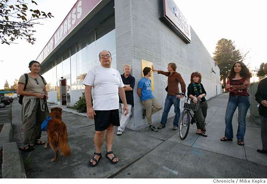 traderjoes3000051_mk.JPG A group of Berkeley neighbors led by Stephen Wollmer (center white t shirt) have been working against a developers plans to put a 5 story Trader Joe's builder on their block. There concerns include traffic issues, parking issues and obstructed views.  Mike Kepka / The Chronicle Stephen Wollmer (cq) MANDATORY CREDIT FOR PHOTOG AND SF CHRONICLE/ -MAGS OUT Photo: Mike Kepka