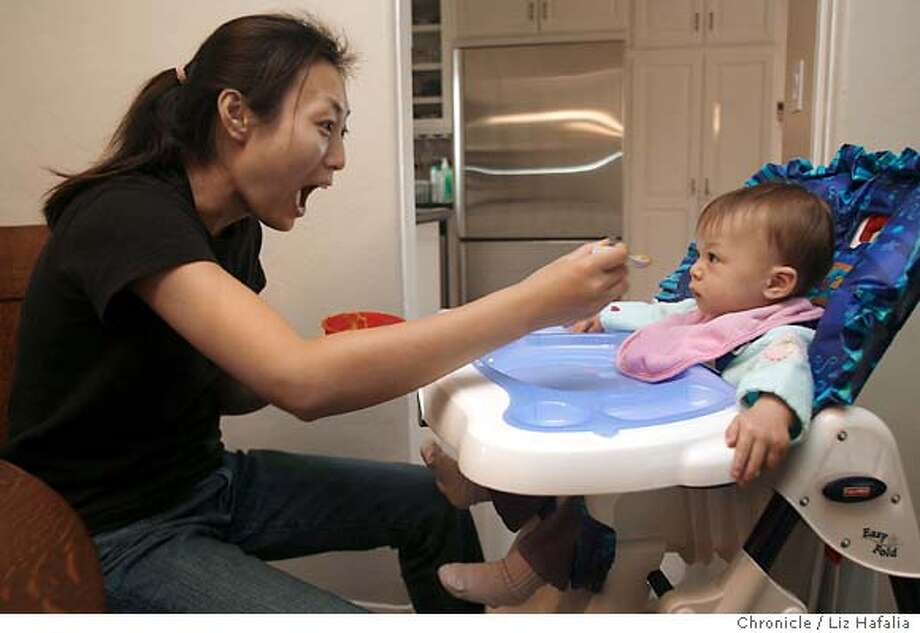 BABYFOOD11_012.JPG Ying Qiao Gi has frozen baby food from Baby Cubes and More, a San Jose company, delivered to her home. She is feeding her 9-month old daughter Aixia Curlee lunch. . Liz Hafalia/The Chronicle  Ran on: 10-29-2006  Ying Qiao Gi, who has organic baby food delivered to her San Jose home, feeds daughter Aixia Curlee.  Ran on: 10-29-2006  Ying Qiao Gi, who has organic baby food delivered to her San Jose home, feeds daughter Aixia Curlee. Photo: Liz Hafalia
