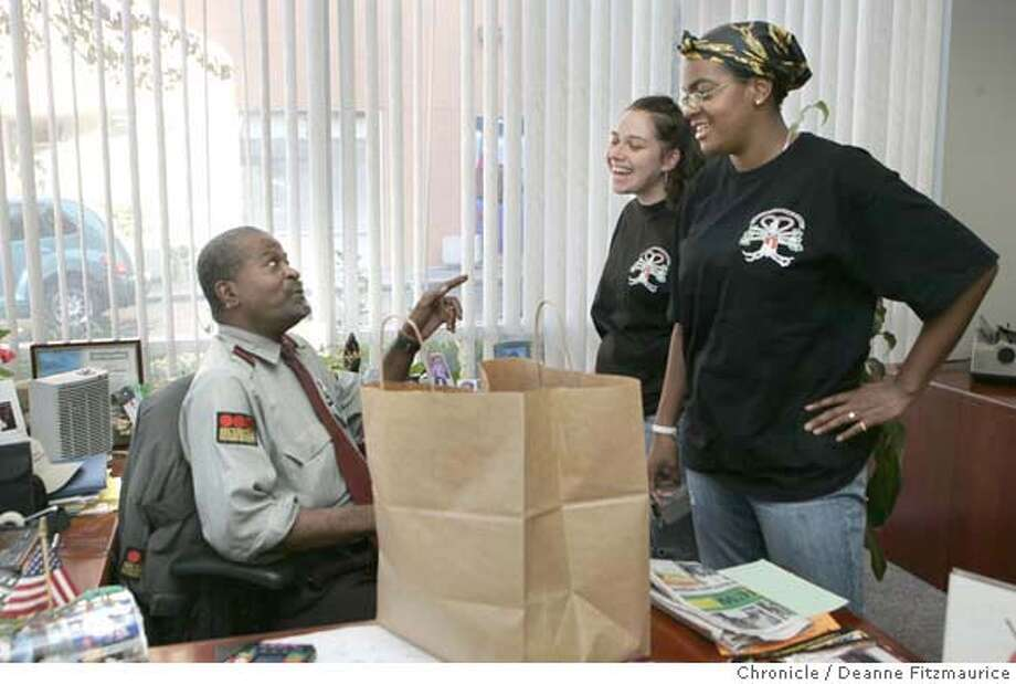"fruit_0128_df.jpg  Ashley Avalos, 18, at left, and Tiffany Williams, 18, deliver fresh fruit to Leonard Jefferson at far left, the security guard at Union Bank of California in the Bayview District. ""Somethin' Fresh"" (cq) is a business starting by young women and teens in the Hunter's Point Bayview neighborhoods. They deliver fresh fruit to their customers. in San Francisco on 10/20/06.  (Deanne Fitzmaurice/ The Chronicle) Mandatory credit for photographer and San Francisco Chronicle. /Magazines out. Photo: Deanne Fitzmaurice"