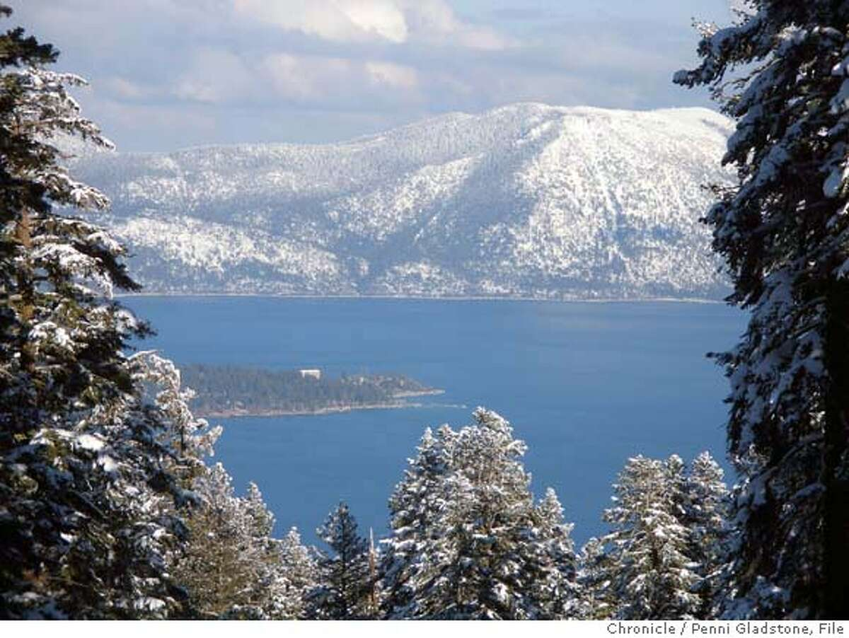 TRUCKEETRAVELnorthstar034PG.JPG View of Lake Tahoe from Northstar ski resort For Travel section. Truckee CA. The San Francisco Chronicle, Penni Gladstone Photo taken on 2/24/05, in Truckee,