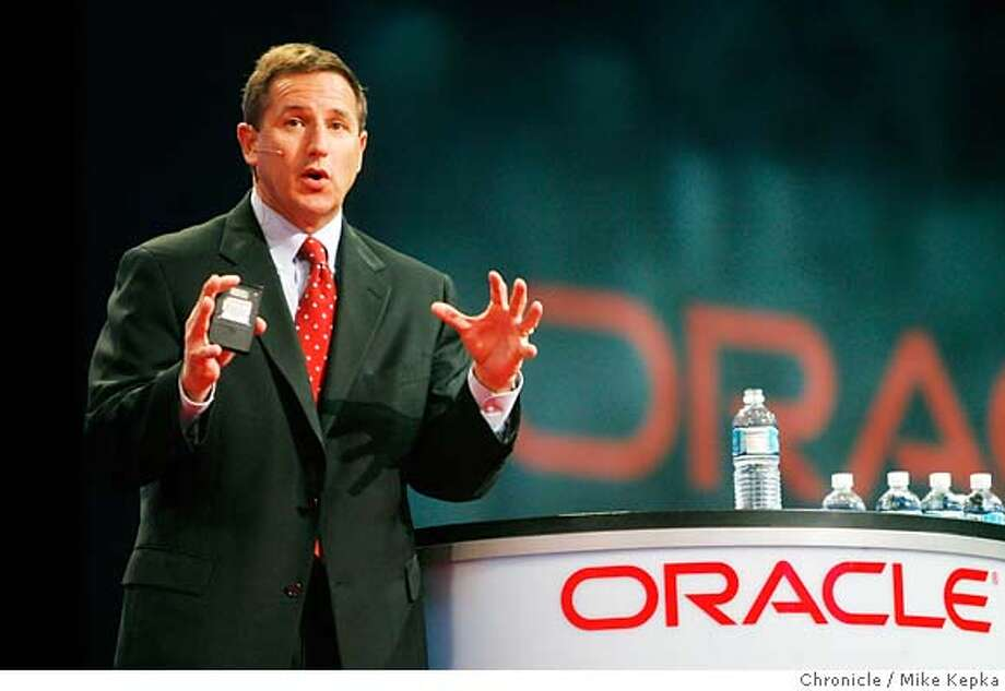 oracle00115_mk.JPG Chairman of the Board and CEO of HP, Mark Hurd gives his Tuesday morning speech on the Keynote stage at Oracle Open World 2006. Photo taken on 10/24/06.  Mike Kepka / The Chronicle Mark Hurd (cq) event schedual MANDATORY CREDIT FOR PHOTOG AND SF CHRONICLE/ -MAGS OUT Photo: Mike Kepka