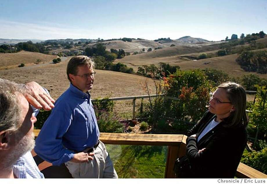 development231_el.jpg  Joseph Grunbaugh, Petalumans For Responsible PlanningGrant Davis, Executive Director, The Bay Institute above the property in question.Sigrun Seifert, Petalumans For Responsible Planning above the property in question  The Bay Institute is trying to buy a piece of property slated for development in Petaluma near downtown. Eric Luse/The Chronicle Names (cq) from source MANDATORY CREDIT FOR PHOTOG / Photo: Eric Luse