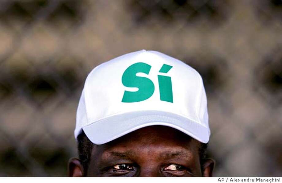 "A man wears a cap that reads ""Yes"" in support of the expansion of the Panama Canal in Panama City, Panama, Sunday, Oct. 22, 2006. The largest modernization project in the 92-year-history of the Panama Canal was up for a nationwide referendum on Sunday, with polls indicating overwhelming support for the $5.25 billion plan to expand the waterway for larger ships. (AP Photo/Alexandre Meneghini) **EFE OUT** Photo: ALEXANDRE MENEGHINI"