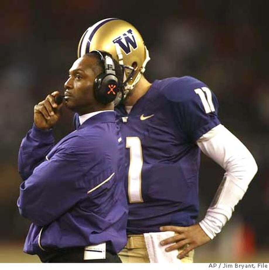 Washington head coach Tyrone Willingham, left, looks at the clock and talks to backup quarterback Carl Bonnell in the fourth quarter of a college football game against Oregon State Saturday, Oct, 14, 2006, in Seattle. Washington starting quarterback Isaiah Stanback was injured in the fourth quarter of Washington's 27-17 loss to Oregon State. (AP Photo/Jim Bryant) EFE OUT Photo: JIM BRYANT