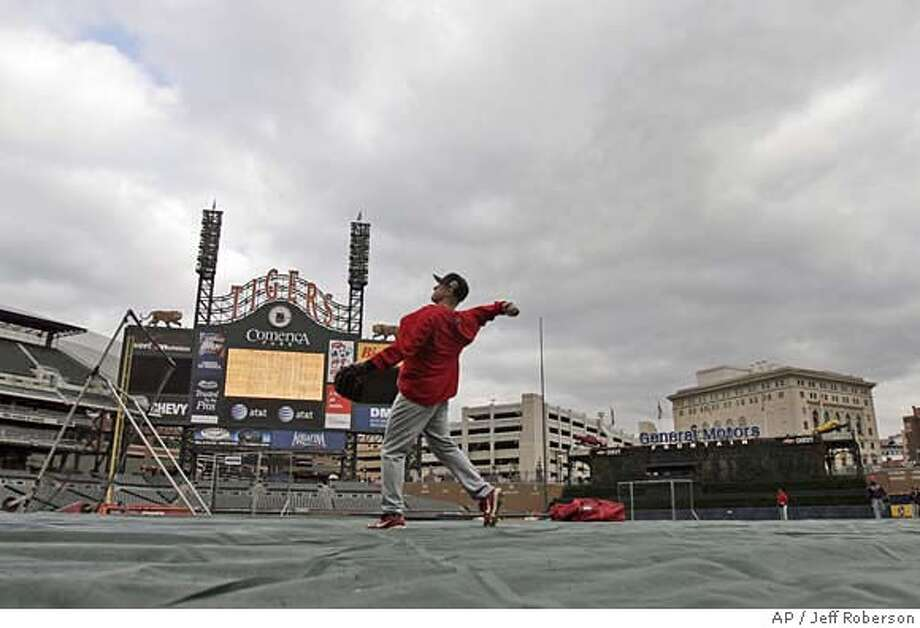 St. Louis Cardinals' David Eckstein throws during practice in Detroit, Friday, Oct. 20, 2006. The American League Champion Detroit Tigers will meet the National League Champion St. Louis Cardinals in Game 1 of baseball's World Series on Saturday, Oct. 21 in Detroit. (AP Photo/Jeff Roberson) Photo: Jeff Roberson