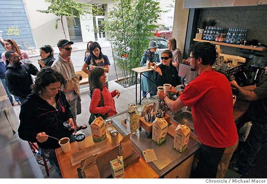 """.jpg People line up at the Blue Bottle Coffee shop along Linden Alley. Loring Sagan and David Winslow are architects with offices in Linden St. Winslow is an expert on alleys and their uses, and the pair has received a grant to make their block of Linden into an """"outdoor living room.'' Event in, San Francisco, Ca, on 10/13/06. Photo by: Michael Macor/ San Francisco Chronicle Mandatory credit for Photographer and San Francisco Chronicle / Magazines Out Photo: Michael Macor"""