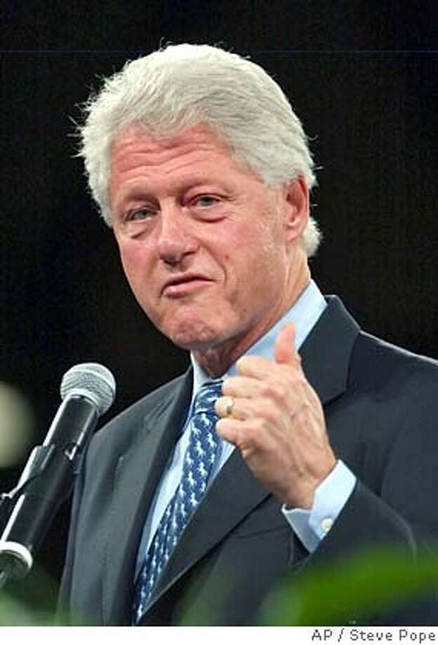 Former President Bill Clinton speaks to Democrats at the Jefferson Jackson Day Dinner, Saturday, Oct. 14, 2006, in Des Moines, Iowa. (AP Photo/Steve Pope) Photo: STEVE POPE