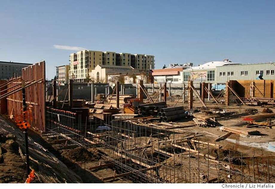 OAKZONING16_017.JPG Forest City's Uptown project next to the Fox theater in downtown Oakland.  Photographed by Liz Hafalia MANDATORY CREDIT FOR PHOTOGRAPHER AND SAN FRANCISCO CHRONICLE/ -MAGS OUT Photo: Liz Hafalia