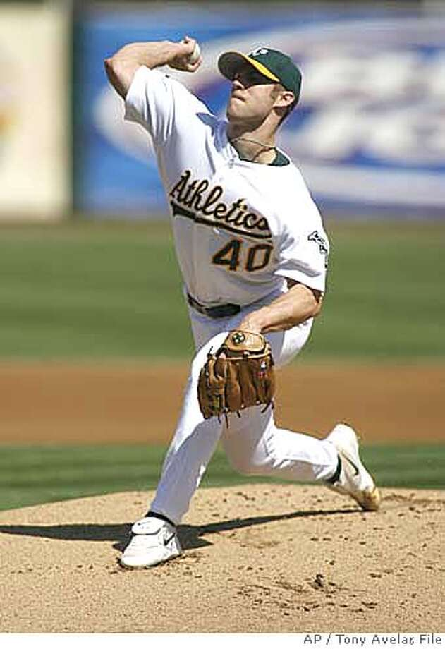 Oakland Athletics' Rich Harden throws to the Cleveland Indians in the first inning of a baseball game Thursday, Sept. 21, 2006, in Oakland, Calif. (AP Photo/Tony Avelar) EFE OUT Photo: TONY AVELAR