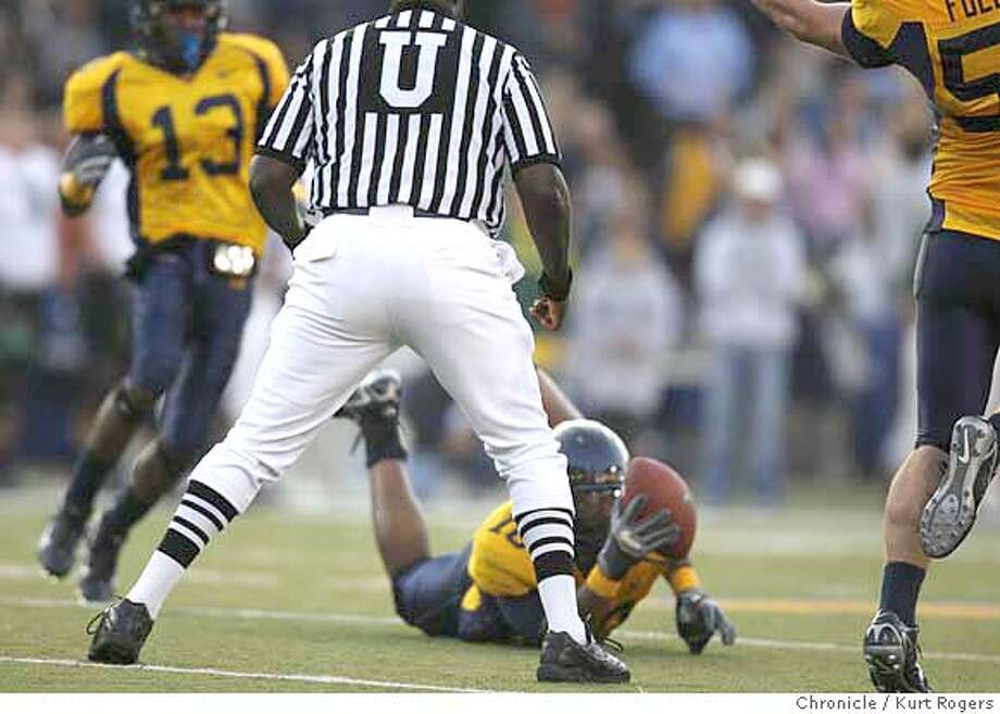 Cal's Desmond Bishop one handed interseption in the second quarter .  The California Golden Bears Vs the Oregon Ducks KURT ROGERS/THE CHRONICLE BERKELEY THE CHRONICLE  SFC CALBEARS_0314_kr.jpg MANDATORY CREDIT FOR PHOTOG AND SF CHRONICLE / -MAGS OUT Photo: KURT ROGERS/THE CHRONICLE