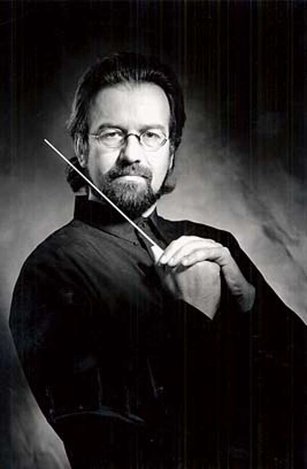 EBWEILL-A-C-14JUL00-EF-HO-- Urs Leonhardt Steiner, conductor/music director, San Francisco Sinfonietta Orchestra. Steiner will lecture on the life and music of composer Kurt Weill, Sunday, July 23 at the Berkeley Richmond Jewish Community Center. A light buffet brunch will be served. Admission is $7 & $5. Call (510) 848-0237 x110 for tickets. CAT Photo: Ho