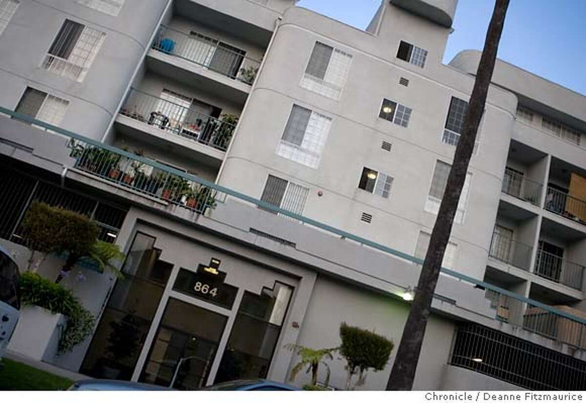 This is an apartment building where You-Mi Kim, sex trafficking victim, lived while in Koreatown in Los Angeles on 6/1/06. (Deanne Fitzmaurice/ The Chronicle)
