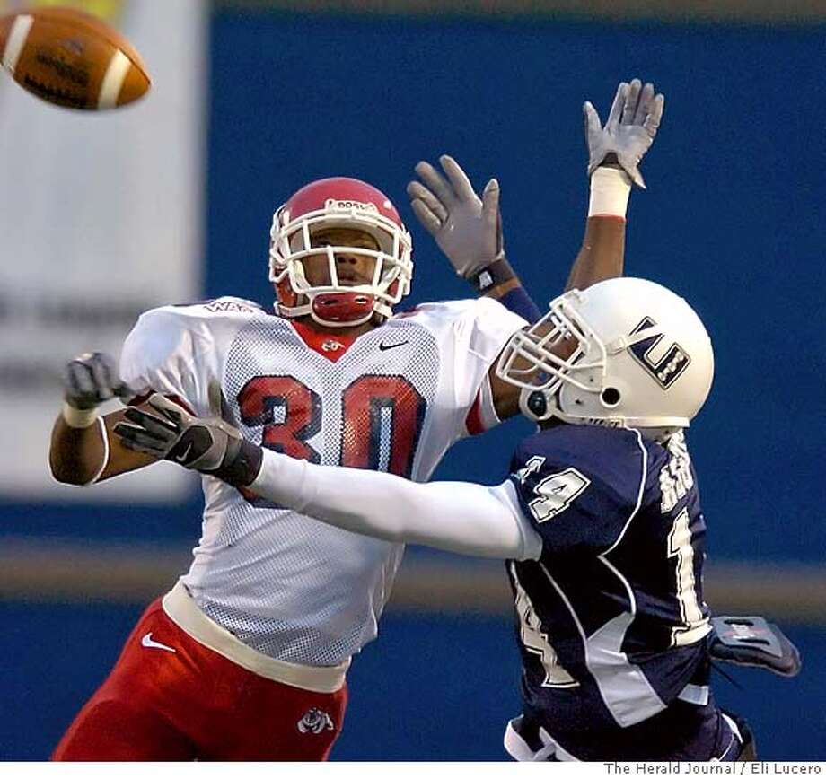 Utah State wide receiver Otis Nelson right, reaches out for the ball as Fresno State's Elgin Simmons defends during a college game Saturday, Oct. 7, 2006, in Logan Utah. (AP Photo/The Herald Journal, Eli Lucero) EFE OUT Photo: ELI LUCERO