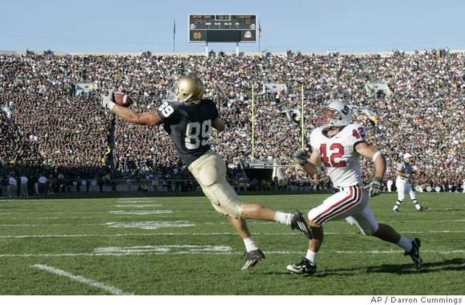 Notre Dame tight end John Carlson (89) makes a one-yard touchdown catch in front of Stanford defensive end Will Powers during the fourth quarter of a college football game in South Bend, Ind., Saturday, Oct. 7, 2006. Notre Dame won 31-10. (AP Photo/Darron Cummings) Photo: DARRON CUMMINGS