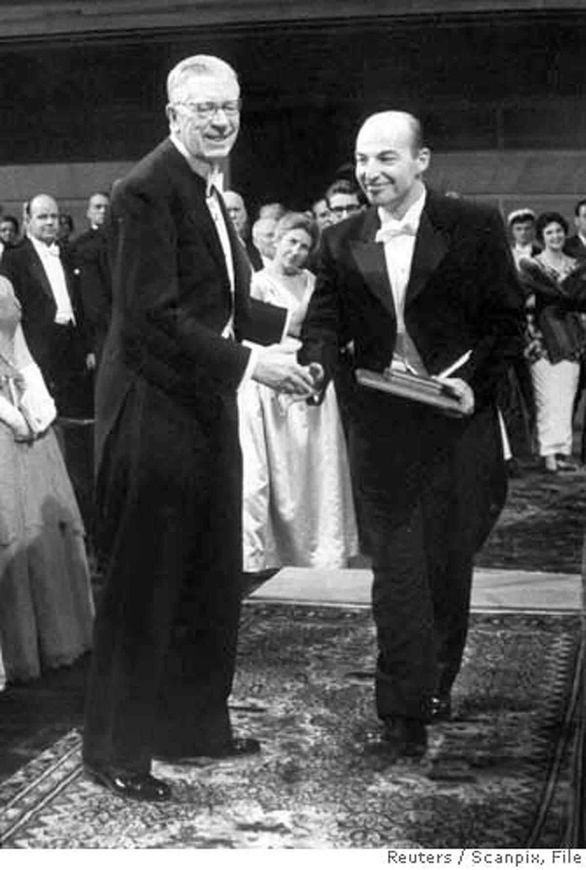 American Arthur Kornberg (R) is seen receiving the Nobel Prize in medicine from King Gustaf VI Adolf of Sweden in this December 10, 1959 file photo. Kornberg's son, Roger Kornberg, won the 2006 Nobel prize for chemistry on Wednesday for describing gene copying in cells, which can give insight into illnesses such as cancer and heart disease. DENMARK OUT NORWAY OUT SWEDEN OUT REUTERS/Scanpix/File (SWEDEN) ** SWEDEN OUT **