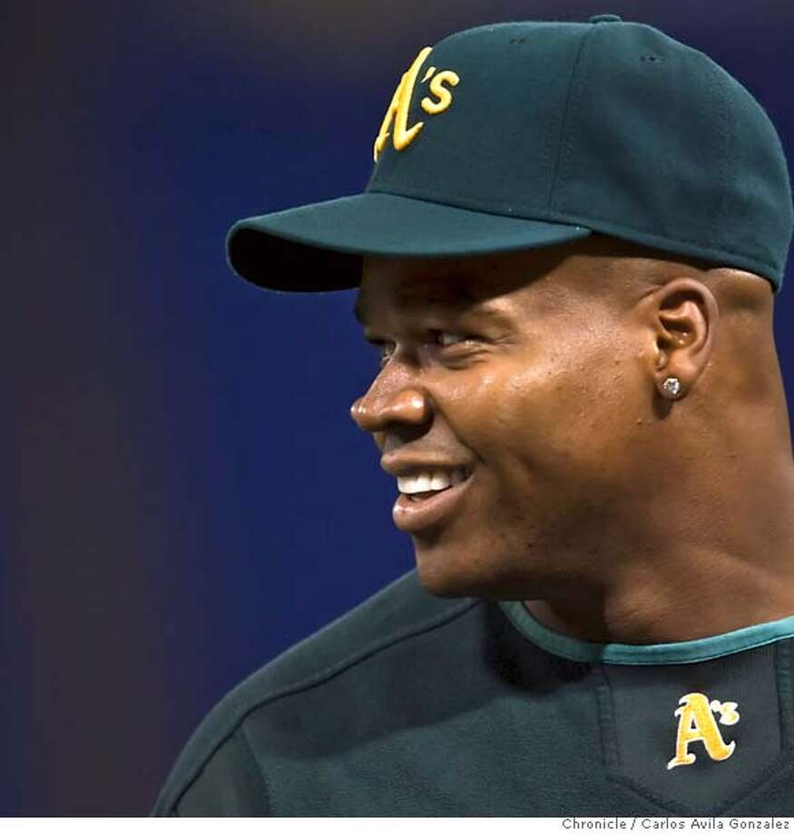 ATHLETICS_010_CAG.CR2  Oakland Athletics' designated hitter, Frank Thomas. Oakland Athletics prepare for the first game of the American League Division Series at the Metrodome in Minneapolis, Mn., on Monday October 2, 2006. Photo by Carlos Avila Gonzalez/The San Francisco Chronicle  Photo taken on 10/2/06, in Minneapolis, Mn, USA  **All names cq (source) MANDATORY CREDIT FOR PHOTOG AND SAN FRANCISCO CHRONICLE/ -MAGS OUT Photo: Carlos Avila Gonzalez