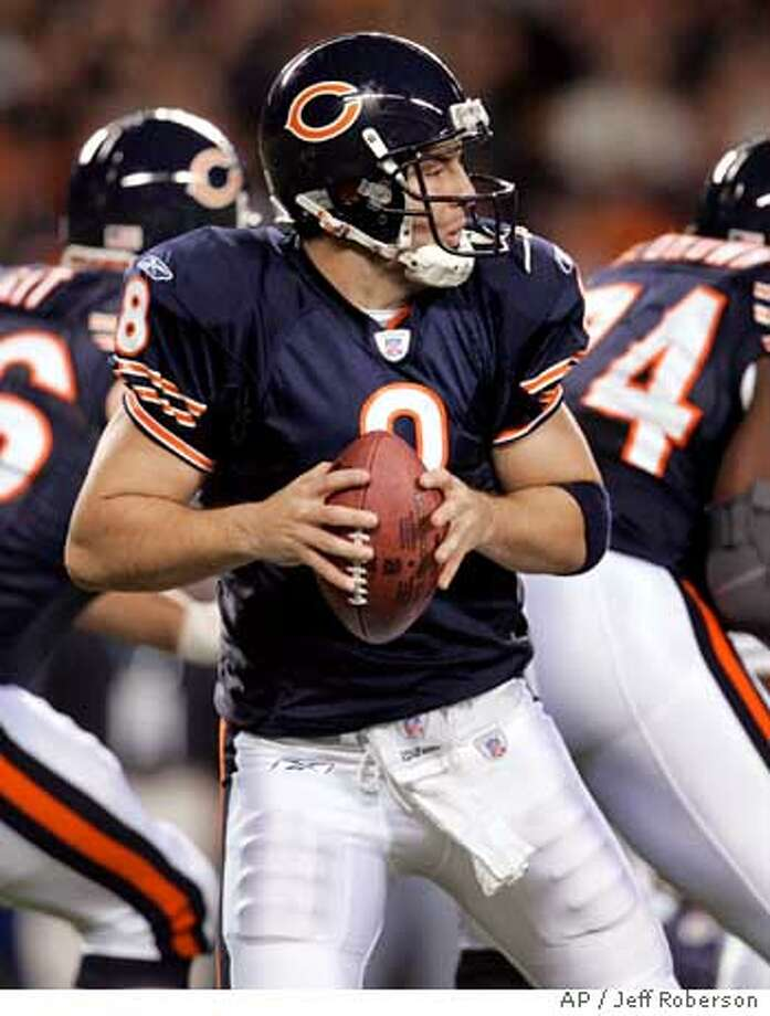 Chicago Bears quarterback Rex Grossman drops back to pass during the first quarter of an NFL football game against the Seattle Seahawks Sunday, Oct. 1, 2006 in Chicago. (AP Photo/Jeff Roberson) Photo: JEFF ROBERSON