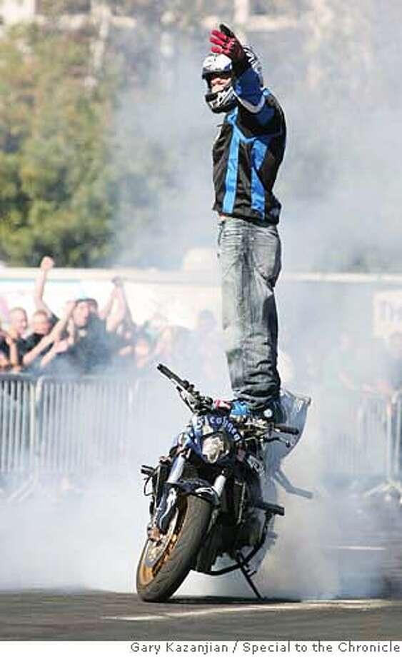 Stunt motorcyclist Darius Khashabi, 30, performs a trick for the crowd at Selland Arena Saturday, Sept. 16, 2006 in Fresno, Calif. By GARY KAZANJIAN/ Photo: Gary Kazanjian