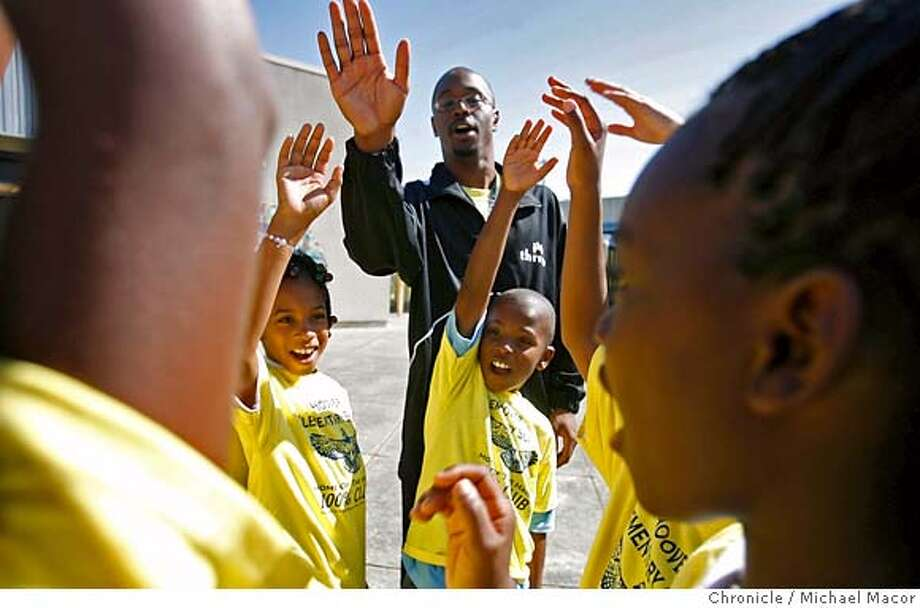 reaching_back_163_mac.jpg Coach Reliford leads a group cheer at the end of practice. Hoover Hawks Track Club, coached by 21 year old, William Reliford Jr. 100 Black Men volunteers and students participating in their athletic/health program at Oakland's Hoover Elementary School Mark Alexander is a successful research scientist with Kaiser, a member of the black middle class that achieved record levels of higher education, business and home ownership following the 1960s Civil Rights movement. But this year he and other professionals belonging to the local chapter of 100 Black men spent hours teaching physical fitness at financially strapped Oakland elementary schools that cut back on exercise programs. Oakland, Ca. 08/30/06 Photo by: Michael Macor/ San Francisco Chronicle Mandatory credit for Photographer and San Francisco Chronicle / Magazines Out Photo: Michael Macor