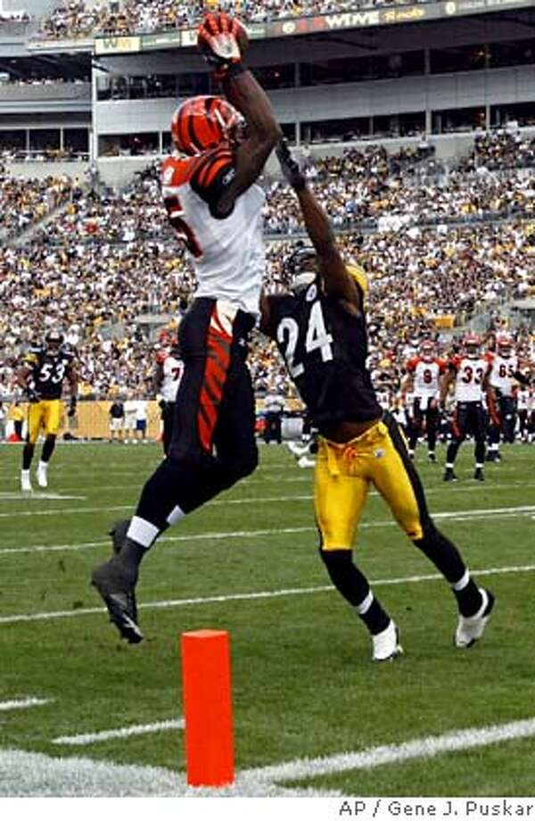 Pittsburgh Steelers cornerback Ike Taylor (24) can't break up a Carson Palmer touchdown pass to Cincinnati Bengals receiver Chris Henry (15) during the second quarter of NFL football action Sunday, Sept. 24, 2006 in Pittsburgh.(AP Photo/Gene J. Puskar) Photo: GENE J. PUSKAR