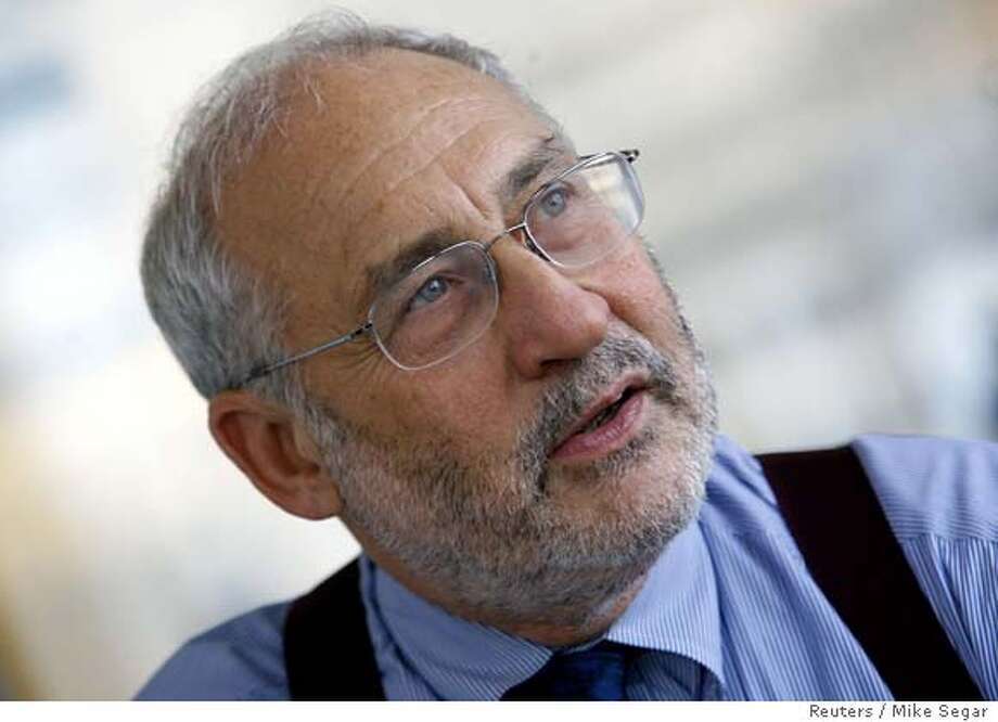 Economist and Nobel laureate Joseph Stiglitz during an interview with Reuters in New York, September 18, 2006. Global economic integration could come apart if rich countries continue to hoard its benefits from the developing world, Stiglitz said. REUTERS/Mike Segar (UNITED STATES) 0 Photo: MIKE SEGAR