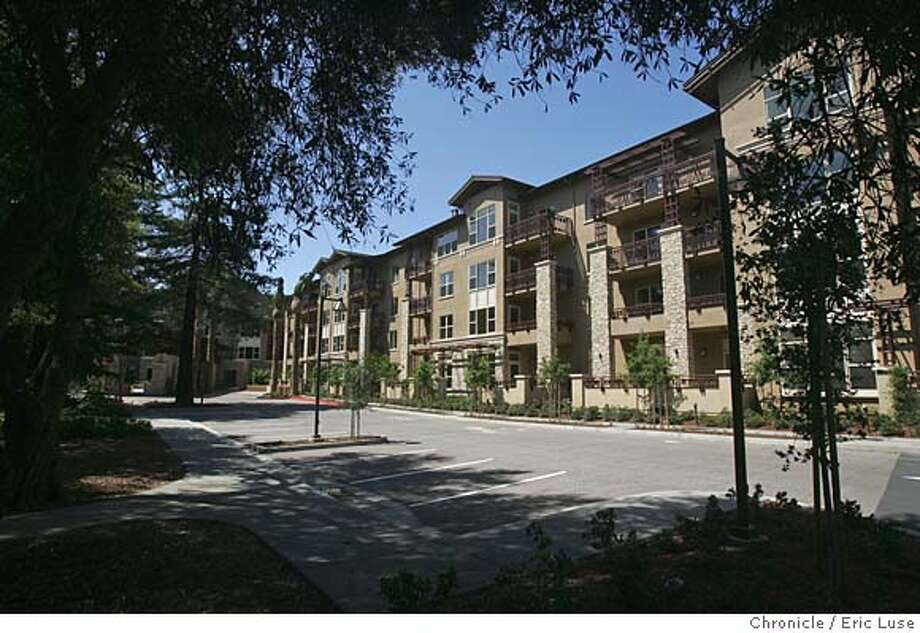 stanfordretire12_066_el.JPG  The main entrance of the facility.  Sunday Real Estate section cover story profiles a luxury continuing care retirement community located adjacent to the Stanford campus. Classic Residence by Hyatt plans a June 13 open date for this retirement community where prices range from $600,000 for a studio up to $4 million for a penthouse. The site offer independent living, assisted living and a full-scale nursing home. Many of the residents are Stanford alumni or retired professors, happy to be near their alma mater  Event on 5/27/05 in Stanford. Eric Luse / The Chronicle Ran on: 06-12-2005  Above: the dining room at Classic Residence, a new, $170 million retirement community in Palo Alto, whose front entrance is shown below. Ran on: 06-12-2005  Above: the dining room at Classic Residence, a new, $170 million retirement community in Palo Alto, whose front entrance is shown below. MANDATORY CREDIT FOR PHOTOG AND SF CHRONICLE/ -MAGS OUT Photo: Eric Luse