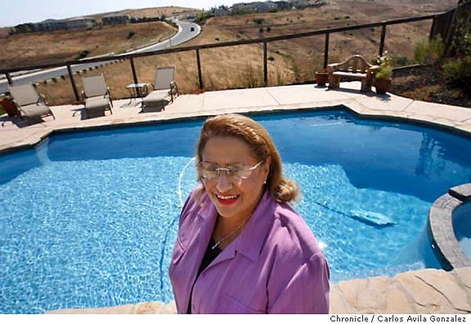 JA-RIGGSBEE_066_CAG.JPG  A Jefferson Award profile of Nadina Riggsbee, a children's health advocate who initiated the Swimming Pool Fencing Law in 1984 and the Drowning Prevention Foundation in 1985. He daughter, Samira, drowned in a swimming pool in 1978. She is pictured here at her Benicia, Ca., home on Wednesday, September 13, 2006.  Photo by Carlos Avila Gonzalez/The San Francisco Chronicle  Photo taken on 9/13/06, in Benicia, Ca, USA  **All names cq (source) MANDATORY CREDIT FOR PHOTOG AND SAN FRANCISCO CHRONICLE/ -MAGS OUT Photo: Carlos Avila Gonzalez