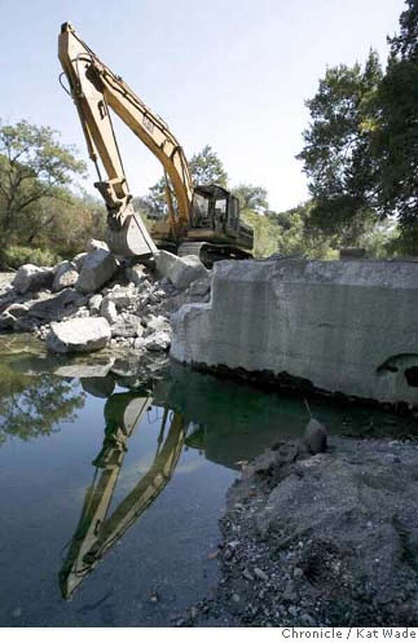 SUNOLDAM21_027_KW_.jpg  Officials from the San Francisco Public Utilities Commission and environmental leaders watched Cat excavator, Craig Hersh with NTK construction work on the Sunol/Niles Dam Removal on Alameda Creek on Thursday September 21, 2006. The 100-year-old dam is being removed to help restore creek flow and natural habitat for the endangered Steelhead Trout, Salmon and other native aquatic life in the creek. Kat Wade/The Chronicle ** (subjects) cq Mandatory Credit for San Francisco Chronicle and photographer, Kat Wade, Mags out Photo: Kat Wade
