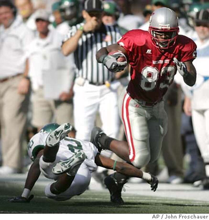 Washington State's Jason Hill steps around Baylor's Josh Bell after catching a pass during the third quarter of a football game in Seattle Saturday, Sept. 16, 2006. Hill led Washington State in receptions with 72 yards in the team's 17-15 win over Baylor. (AP Photo/John Froschauer) EFE OUT Photo: JOHN FROSCHAUER