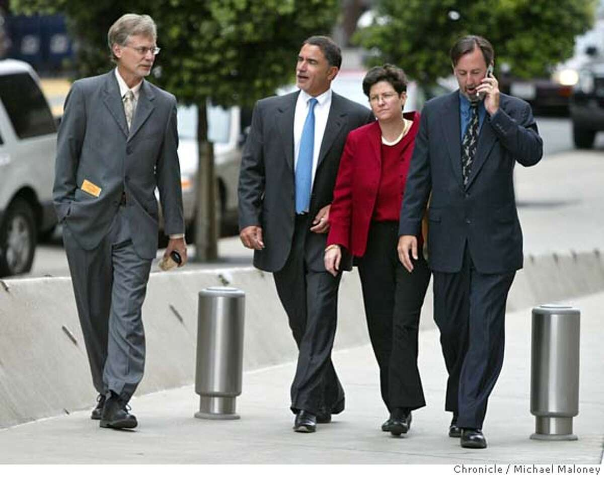 From left : Lance Williams, Chronicle editor Phil Bronstein, Hearst Corp. General Counsel Eve Burton and Mark Fainaru-Wada. Chronicle reporters Lance Williams and Mark Fainaru-Wada appeared at the Federal Building in San Francisco this morning for a hearing regarding their refusal to testify in the Barry Bonds grand jury proceedings. Photo by Michael Maloney / San Francisco Chronicle on 8/4/06 in SAN FRANCISCO,CA MANDATORY CREDIT FOR PHOTOG AND SF CHRONICLE/ -MAGS OUT