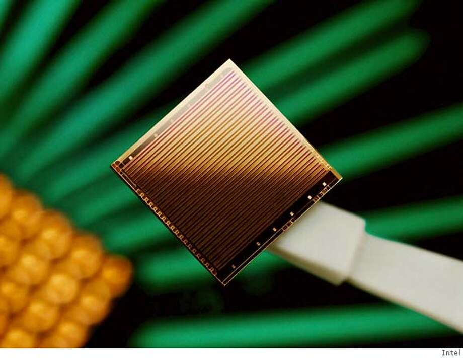 (NYT38) UNDATED -- September 17, 2006 -- INTEL-LASERS -- Researchers plan to announce Monday that they have created a silicon-based chip, pictured, that can produce laser beams. The advance will make it possible to use laser light rather than wires to send data between chips, removing the most significant bottleneck in computer design. (Intel/The New York Times) - EDITORIAL USE ONLY - FOR USE ONLY WITH STORY SLUGGED: INTEL-LASERS by John Markoff - ALL OTHER USE PROHIBITED XNYZ, EDITORIAL USE ONLY - FOR USE ONLY WITH STORY SLUGGED: INTEL-LASERS by John Markoff - ALL OTHER USE PROHIBITED Photo: Intel