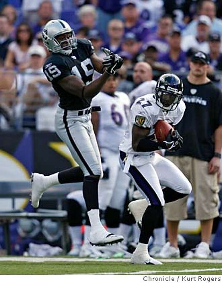 Ronnie Prude intercepts Andrew Walter's pass in the last part of the game forth quarter.  Baltimore Ravens (1-0) vs Oakland Raiders (0-1)  M&T Bank Stadium KURT ROGERS/THE CHRONICLE BALTIMORE THE CHRONICLE  SFC RAIDERS_1187_kr.jpg Photo: KURT ROGERS/THE CHRONICLE