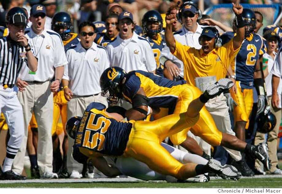 cal_166_mac.jpg The Cal bench seem to appreciate the hit on Portland's quarterback 14- Tygue Howland by Cal's defense 55-Greg Van Hoesen and 8- Mickey Pimentel, 2nd quarter action. College Football. UC California Golden Bears vs. Portland State. Event in, Berkeley, Ca, on 9/16/06. Photo by: Michael Macor/ San Francisco Chronicle Mandatory credit for Photographer and San Francisco Chronicle / Magazines Out Photo: Michael Macor