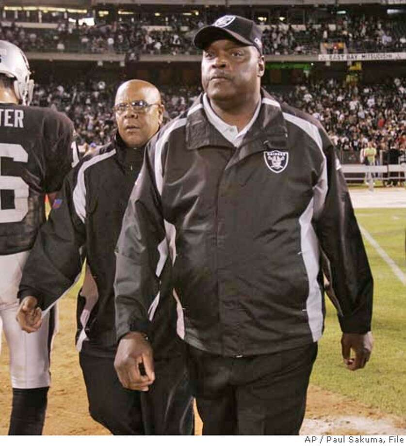 Oakland Raiders head coach Art Shell walks off the field after the Raiders lost to the San Diego Chargers 27-0 in their NFL football game, Monday, Sept. 11, 2006 in Oakland, Calif. (AP Photo/Paul Sakuma) Photo: PAUL SAKUMA
