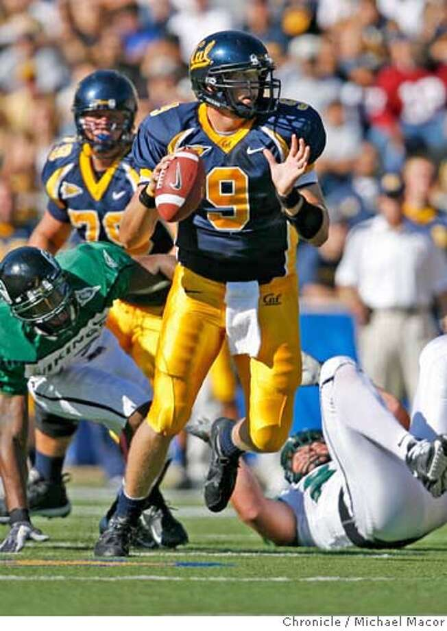 cal_258_mac.jpg Cal's quarterback 9- Nate Longshore scrambles out of the pocket on a 2nd quarter play. College Football. UC California Golden Bears vs. Portland State. Event in, Berkeley, Ca, on 9/16/06. Photo by: Michael Macor/ San Francisco Chronicle Mandatory credit for Photographer and San Francisco Chronicle / Magazines Out Photo: Michael Macor
