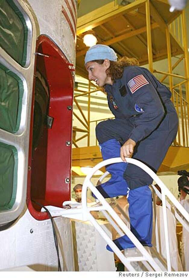 U.S. entrepreneur Anousheh Ansari trains at the Baikonur cosmodrome in Kazakhstan September 13, 2006. The Soyuz space rocket is to lift off from the Baikonur Cosmodrome to the International Space Station on September 18. REUTERS/Sergei Remezov (KAZAKHSTAN) Photo: SERGEI REMEZOV