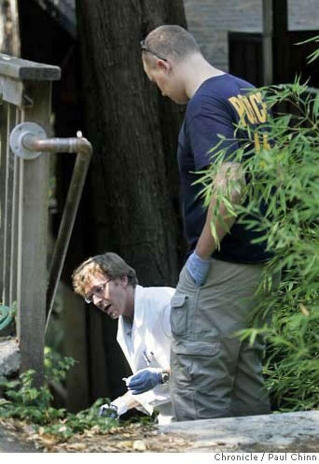 Police investigators search for clues at the home of a missing woman's ex-husband in Oakland, Calif. on Wednesday, September 13, 2006. Nina Reiser was last seen on Sept. 3 when she dropped off her children at the home of her ex-husband Hans Reiser.  PAUL CHINN/The Chronicle  **Nina Reiser, Hans Reiser Photo: PAUL CHINN