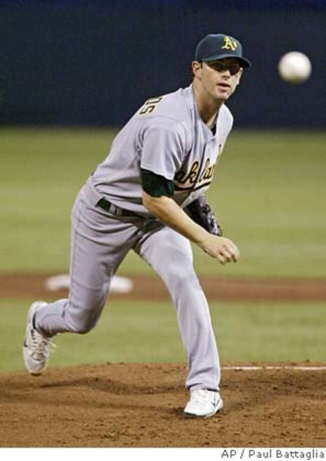 Oakland Athletics starting pitcher Kirk Saarloos delivers to a Minnesota Twins batter during the first inning of a baseball game Tuesday, Sept. 12, 2006, in Minneapolis. (AP Photo/Paul Battaglia) Photo: PAUL BATTAGLIA