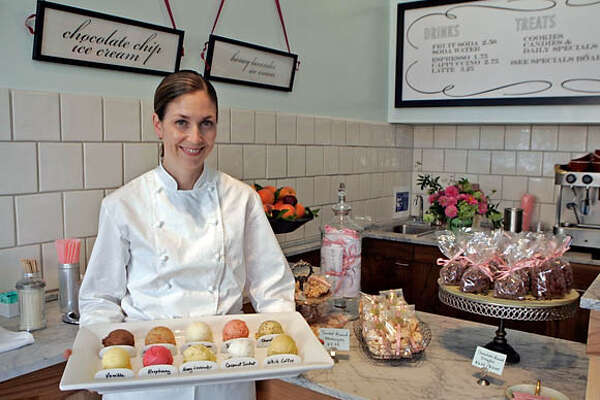 """whats13_0011_df.jpg  Mary Canales (cq) has opened a new ice cream shop on College Avenue called """"Ici"""". Photographed in Berkeley on 9/7/06.  (Deanne Fitzmaurice/ The Chronicle) Mandatory credit for photographer and San Francisco Chronicle. /Magazines out."""
