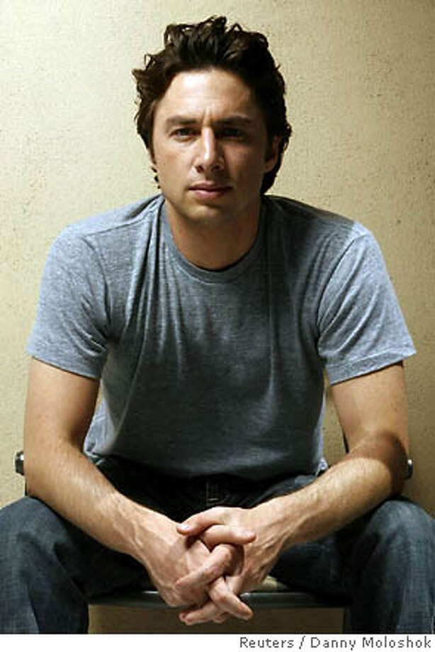 """U.S. actor Zach Braff poses for a portrait ahead of his upcoming movie """"The Last Kiss"""" in Los Angeles August 19, 2006. REUTERS/Danny Moloshok (UNITED STATES) Photo: DANNY MOLOSHOK"""