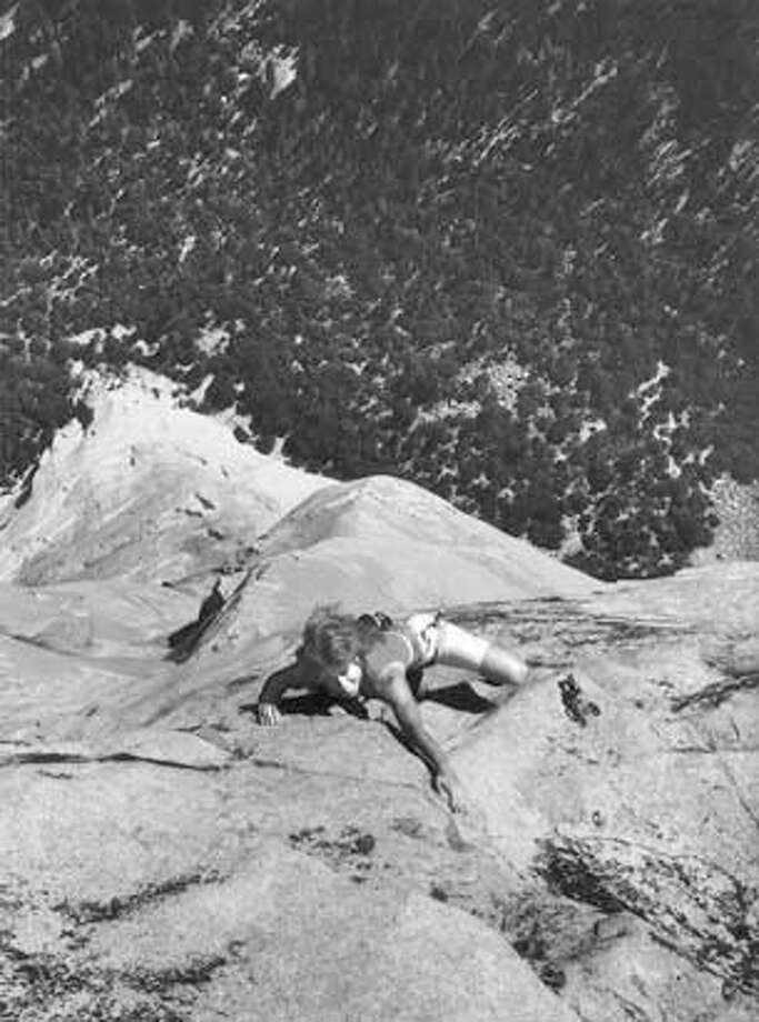 "CHRONICLE 01/06/94 // LYNN HILL IS KNOWN AS THE BEST FEMALE ROCK CLIMBER IN THE WORLD. SHE IS SHOWN HERE ON HER FREE ASCENT OF THE ""NOSE"" ROUTE OF EL CAPITAN CAT Photo: Ho"