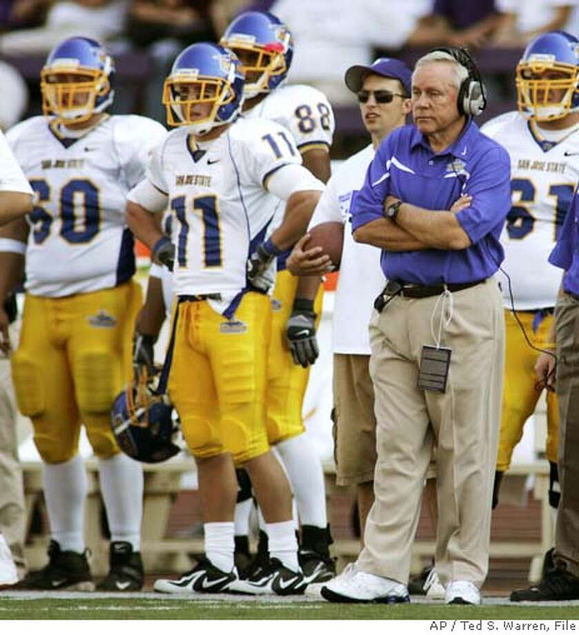 San Jose State football coach Dick Tomey, right, stands on the sideline with his team in the fourth quarter against Washington on Saturday, Sept. 2, 2006, at Husky Stadium in Seattle. Washington won 35-29. (AP Photo/Ted S. Warren) EFE OUT Photo: TED S. WARREN